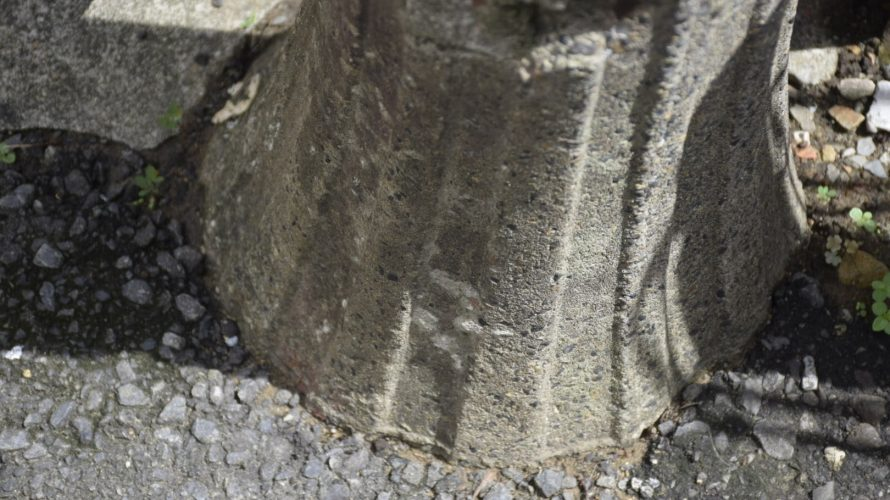 【レトロ電柱】小岩で見つけた2本のレトロ電柱(街灯)は質屋の近くに