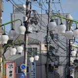 「すずらん通り商店会」鎌ヶ谷駅前の鈴蘭が連なる街灯。喫茶店「モーリス」も気になる -鎌ヶ谷⑵