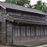 神崎神社の門前町。元旅館?レンガ壁、歴史を感じる道 -神崎⑵